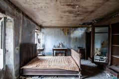 bedroom (Christin-BildinGrau) Tags: urbex urbanexploration urbexphotography abandoned abandonedplaces lostplaces lost lostplacesphotography decay decayphotography beautyindecay