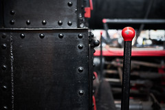 La palanca (rafpas82) Tags: madrid palanca leva nero rosso rojo negro treno tren dettagli astratto dettalles fujifilmxt20 fujifilm senzaunmotivo lamiere museodelosmotores sinmotivos 35mmf2 fuji35mmf2 prove