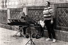 Cantant (rossendgricasas) Tags: cantant cantante musician music bw bn streetphotography street monocrom