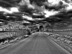 (claudine6677) Tags: landscape black white schwarz weis landstrase wolken clouds dark bw sw