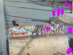586 (en-ri) Tags: eaoy wasp crew azzurro giallo nero arrow torino wall muro graffiti writing 2018 parco dora preso fuxia blu un bad