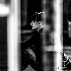 Waiting Around the Corner (Mario Rasso) Tags: nikon d810 mariorasso munich munchen street streetphotography urbano urban woman style lifestyle day blackandwhite