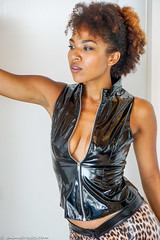 Leopard Gogo Outfit (sexyrainwear_dot_online) Tags: vinyl pvc latex leather lack leder boots overkneeboots overknees lackundleder lackleder lackmantel vinylcoat vinyljacket vinylskirt pvcskirt lackjacke lackstiefel