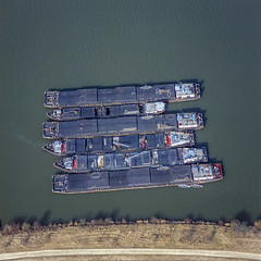 Inland Vessels (Aerial Photography) Tags: by opf r 23021997 970245 bavaria bayern binnenschiff braun danube deutschland donau donaustauf flussschiff fotoklausleidorfwwwleidorfde fotoklausleidorfwwwleidorfaerialcom frachtschiff germany grün luftaufnahme luftbild motorschiff p2 region reihe schiff sechs vgdonaustauf verkehr aerial alignment barge brown green line motorvessel outdoor riverboat row ship six traffic verde donaustauflkrregensburg bayernbavaria deutschlandgermany deu