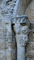 CORTS - CAPITELL PORTA ESGLÉSIA (Joan Biarnés) Tags: corts capitell capitel església iglesia pladelestany girona catalunya 294 panasonicfz1000