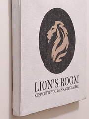 This is  'Lion's Room' (lionhomestay) Tags: münchen munich reisen travel traveling urlaub holiday vacation home holidayhome vacationhome trip businesstrip ferienzimmer ferienwohnung privatunterkunft homestay privatzimmer privateroom zimmer room unterkunft accommodation gästezimmer guestrooms lion lionhomestay audrey hepburn airbnb tripadvisor wimdu bayern bavaria löwe deutschland germany location shooting scout scouting photo foto film movie fotolocation photolocation filmlocation movielocation photoshooting fotoshooting filmshooting movieshooting photoscout fotoscout filmscout wild animal locationscout locationscouting bookingcom sign schild warnung warning