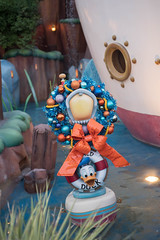 Donald Duck Christmas. (LisaDiazPhotos) Tags: disneyland holidays donald duck christmas lisadiazphotos disney parks disneycaliforniaadventure