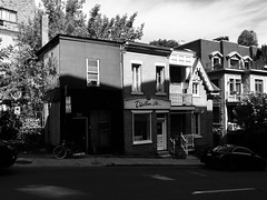 Small houses on St-Urbain (Vanishing Montréal) Tags: history villedemontreal montreal histoire photography art architecture demolition disappearinghistory newconstruction