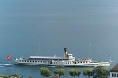 // super au bord (Riex) Tags: lasuisse cgn bateau boat shore shoreline côte rive lac lake leman cully vaud suisse switzerland a100 minoltaamount amount sal75300