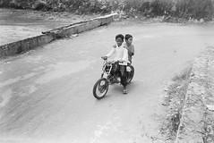 (Cak Bowo) Tags: anakanak bocah children dailylife kids snapshot street streetphotography bangkalan eastjava indonesia bukitjaddih madura nikon l35ad nikonl35ad pointandshoot pocket compact film polypan polypanf50 bw pyrocat pyrocatmc selfdevelop