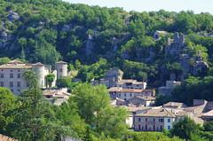 53 - Ardèche - Vogüé le village et le château (paspog) Tags: ardèche france vogüé août august 2018 village dorf château schloss castle