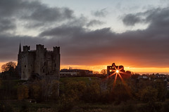 Trim Castle at sunset (Greg Carey) Tags: meath trim navan ireland leinster braveheart boyne sun evening river ruins monument
