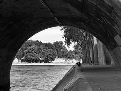 spot (99streetstylez) Tags: people street streetphotography 99streetstylez 28mm iphone paris seine city metropole monochrome