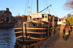 Castle Barge Inn - River Trent at Newark (JauntyJane) Tags: castlebargeinn boat newark rivertrent floatingpub