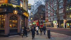 Londres, The Cambridge pub (louis.labbez) Tags: londres 2018 london labbez royaumeuni england street nuit night ight lumière rue ville town éclairage pub bus red rouge green vert couleur piéton café immeuble angleterre