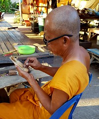 Gratefully working (tGENTeneeRke Rugzak) Tags: monk tgenteneerke handicraft templewatluang phonphisai nongkhai esaan northeast isan thailand watluangphisaiyetiyaram alongthemekong