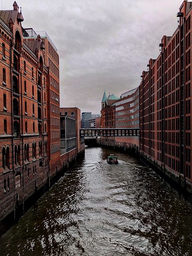 """Views of Hamburg City - The """"City of Warehouses"""" by cloudy weather"""
