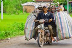 Scrap merchant (Luis L.Modrego) Tags: chatarrero métiers profesiones transportes moto motocicletas motos working workingpeople camboya