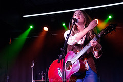 Lainey Wilson -7007 (MusicCloseup) Tags: 2018 20181027 countrymusicweekdaytimehub2018saturday countymusicweek europe laineywilson london october2018 theborderline uk unitedkingdom blue bluejeans color colour concert concertphotography country countrymusic curlyhair electroacousticguitar gig guitar guitarist hair human instrument instruments jeans livemusic musicphotography people person redrospectivecom singer singersongwriter singing woman