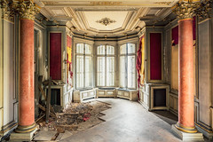 01 / 2019 (the-black-swan) Tags: urban urbex abandoned exploration verlassen verfallen vergessen old past place places lost decay hdr forgotten sony architektur gebäude geometrisch decayed derelict marode fineart art architecture schloss castle villa foyer stuck stucco