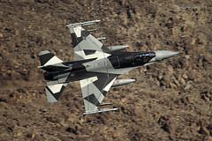 Blizzard Splinter (Ross Forsyth - tigerfastimagery) Tags: f16c generaldynamics fightingfalcon aggressors 18th agrs 18thagrs bluefoxes ak arcticflanker blizzardsplinter bdusplinter arctic usaf lowflying training california usa military