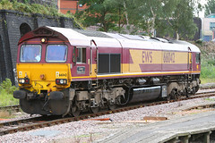 66042, Leicester, Sepember 4th 2006 (Southsea_Matt) Tags: 66042 class66 ews gm emd leicester leicestershire england unitedkingdom canon 30d september 2006 autumn train railway railroad vehicle passengertravel publictransport diesellocomotive