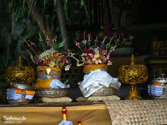 Hindu temple decoration (Stefan Beckhusen) Tags: hinducelebration hinduism religion spirituality temple goalawah bali indonesia travel outdoor color colors nature containspeople decoration stone shrine celebration asia pray prayer praying colorful tourismdestination tourismlocation ceremony