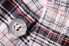 Black and white and red and round (Pascal Volk) Tags: boxershorts macromondays cloth macro makro 100mm closeup nahaufnahme macrodreams bokeh dof depthoffield canoneos80d canonef100mmf28lmacroisusm sooc