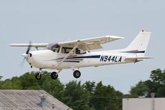 N944LA - 1998 build Cessna 172R Skyhawk, inbound to Runway 27 at Oshkosh during Airventure 2018 (egcc) Tags: 17280659 172r airventure airventure2018 ce172 cessna cessna172 eaa kosh lightroom lumanair n436er n944la osh oshkosh skyhawk