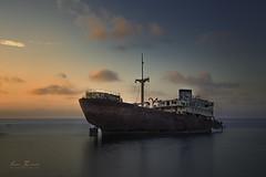 Amanecer en el barco muerto (H.M.MURDOCK) Tags: marinas arrecife barco mar amanecer paisajes islas viajes nikon d610