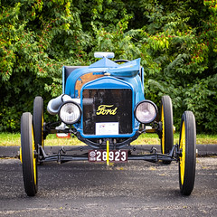 Ford roadster at Kettering, Ohio, car show (Randy Durrum) Tags: ford model t roadster blue racer durrum nikon 5300 yo 300 70300