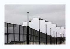 La gare d'Austerlitz (hélène chantemerle) Tags: gare bâche travaux paris nuages noir blanc station onwork tarpaulin city blackwhite austerlitz