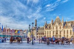 Beautiful Brugge.  Brugge, Belgium (mtm2935) Tags: palacio palace tourists restaurants buildings horses carriage mainsquare square plaza brugge vlaanderen belgium