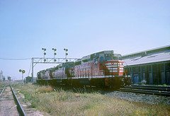 CB&Q GP30 945 (Chuck Zeiler48Q) Tags: cbq gp30 945 burlington railroad emd locomotive eola train chuckzeiler chz signal