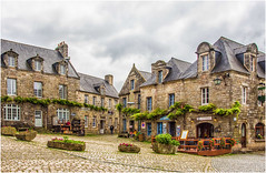 Locronan , a really fascinating place ... (miriam ulivi - away for some weeks ...) Tags: miriamulivi nikond7200 france bretagne finistere locronan piazza casedigranito people square granitehouses fiori flowers verde green negozi shops lesplusbeauxvillagesdefrance