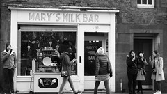 Mary's Milk Bar (byronv2) Tags: edinburgh edimbourg oldtown blackandwhite blackwhite bw monochrome grassmarket marysmilkbar icecream icecreamcone gelato candid street peoplewatching man woman eating shop cafe
