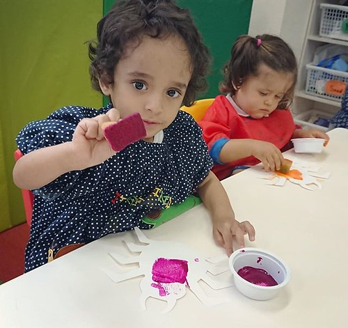 Arts and crafts not only builds children's self confidence, it's a great way to learn vocabulary, explore sensory, build motor skills and learn self expression. #daycare #preschool #kindergarten #art #paint #tokyo #cutekids #東京 #幼稚園 #保育園 #絵の具 #かわいい