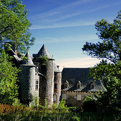 Vigouroux, Cantal, France (pom'.) Tags: panasonicdmctz101 august 2018 cantal auvergne auvergnerhônealpes massifcentral 15 100 200 france europeanunion saintflour saintmartinsousvigouroux castle 17thcentury 18thcentury vigouroux 300