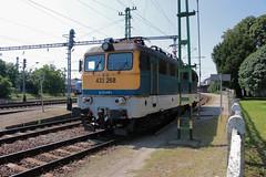 433-268 (Péter Vida) Tags: train railroad máv v43 locomotive grass 433268 railway station electric
