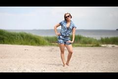 * (Henrik ohne d) Tags: eos5dmk2 ef85mmf18 june2018 portrait juli girl fashion beachwear beach shore shoreline ocean baltic balticsea blonde sun sunglasses summer