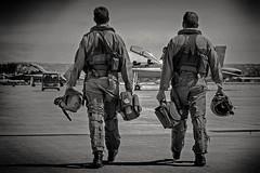 Pilotos F-18 Ala 15 (Ejército del Aire Ministerio de Defensa España) Tags: baseaérea aviación aviation fuerzaaérea airforce ejércitodelaire spanishairforce airbase zaragoza ala15 pilotos blancoynegro blackandwhite casco monodevuelo f18