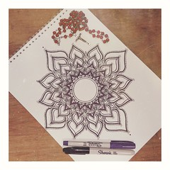 Momentos de fiebre, tal vez de delirios, tal vez de verdades ✏️🔮 (Sury Dayanna) Tags: beautiful draw beauty art amazing inspiration solitarywitch mandala intuition capture magic picture drawing emotions momentos dibujando mandalas magia intuición inspiración arte dibujo zen goodvibes