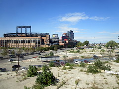 Citi Field, 09/30/18 (NYM v MIA): view from a moving Manhattan-bound #7 train, with the Iron Triangle in the foreground (IMG_4273a) (Gary Dunaier) Tags: ballparks baseball stadiums stadia mets newyorkmets flushing queens newyorkcity queenscounty queensboro queensborough citifield