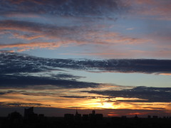The disappearing sun (seikinsou) Tags: brussels belgium bruxelles belgique summer midsummer dusk skyline sky cloud sunset