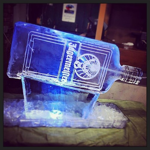 Take a sleigh ride to the @theblindpigpubaustin for some ice cold @jagermeister from the #iceluge #fullspectrumice #thinkoutsidetheblocks #brrriliant #branding - Full Spectrum Ice Sculpture