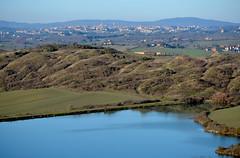 Il laghetto di Leonina con Siena (antonella galardi) Tags: toscana siena crete asciano 2018 taverne arbia leonina lago