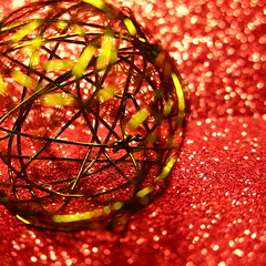 wire bauble (vertblu) Tags: christmasdecoration lookingcloseonfriday wire wirebauble bauble bokeh red green yellowishgreen dof christmassy glitter glimmer vertblu colourful colours colourcontrast oppositecolours complementarycontrast pointsoflight lightreflections lightgreen vibrantcolours vibrancy vibrant vibrantandminimal vibrantminimalism minimal minimalism minimalismus bsquare 500x500 macromode macro makro
