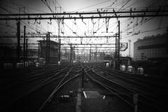 Gare de Lyon Paris (à l'oeil de verre photographie) Tags: sncf train gare fer ferroviaire caténaire rail railroad railway station àloeildeverrephotographie paris 17 arrondissement