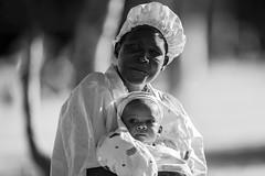 _MGL2097c15 (Corondin@) Tags: uganda madre bn retrato
