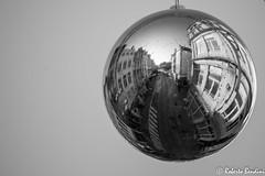 Street Christmas ball (Roberto Bendini) Tags: belgium bruxelles brussels belgique belgie statue street canon europa europe 2018